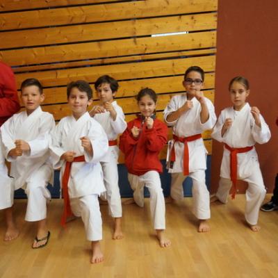 8 karatekas en championnat kata
