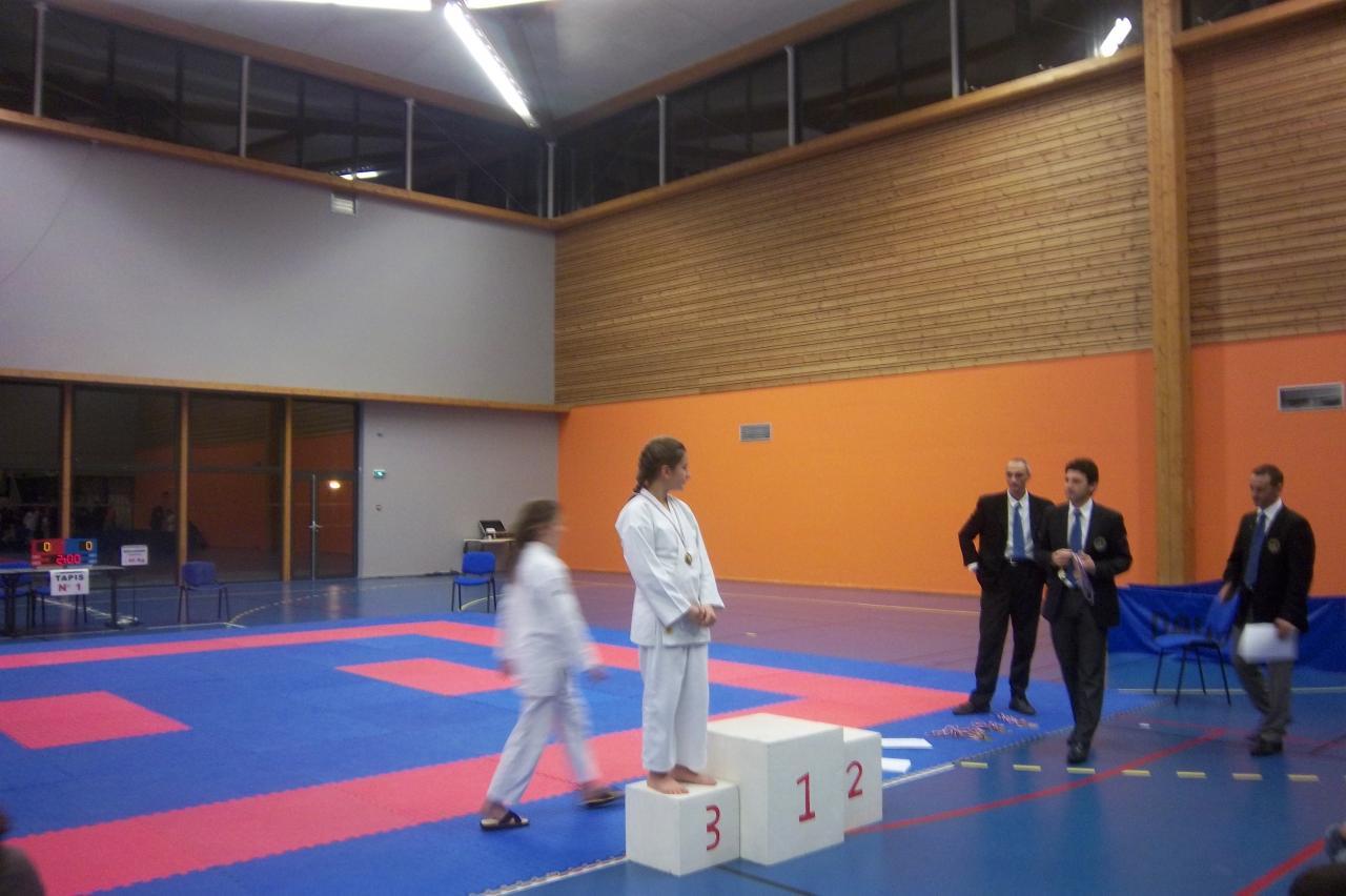 Elise TROIA médaille de bronze coupe déptale isère  kata 6 01 2013